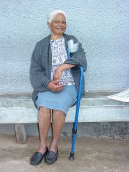 576px-Woman_in_Old-Age_Home_-_Mariana,_Minas_Gerais_-_Brazil (1)